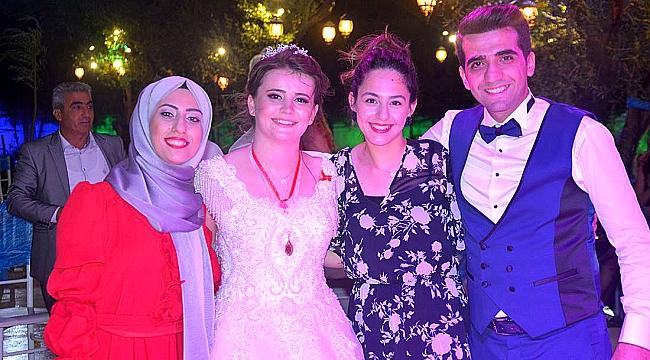 Emine ve Mehmet Dün ya Evine Girdiler