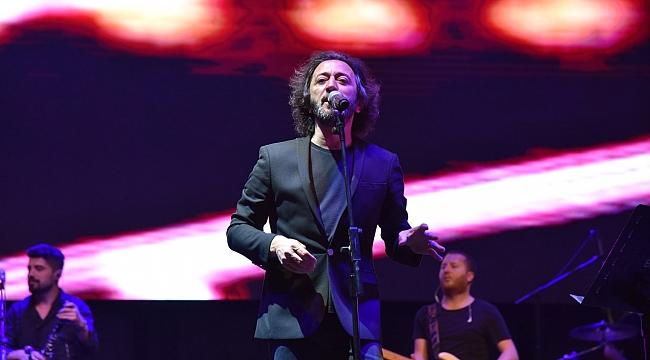 Fettah Can Şarkılarıyla Mest Etti