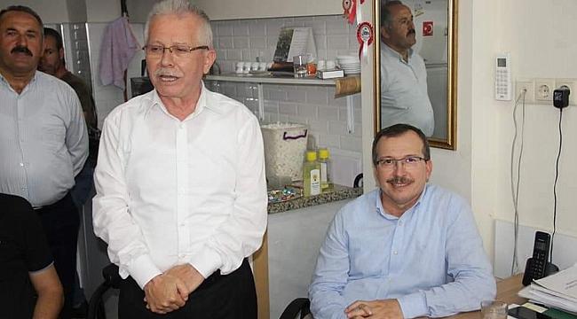 AKHİSAR AK PARTİ DE BAYRAMLAŞMA YAPILDI