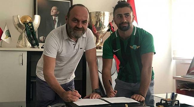 Galatasaray'ın genç futbolcusu Çekdar Orhan, Akhisarspor ile sözleşme imzaladı