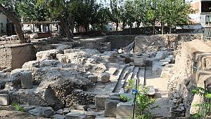 AKHİSAR'DA  TARİH AYAĞA KALDIRILIRKEN, KAZILARDA ROMA DÖNEMİNE AİT                                                          TAPINAK AÇIĞA ÇIKTI