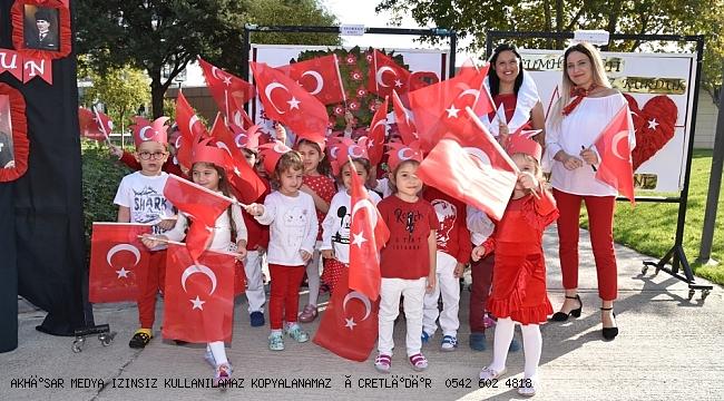 Minikler  Cumhuriyet'in kuruluşunun 96'ncı yılını kutladı