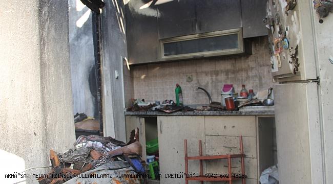 Akhisar'da ' 5 ev yandı 2 ev hasarlı