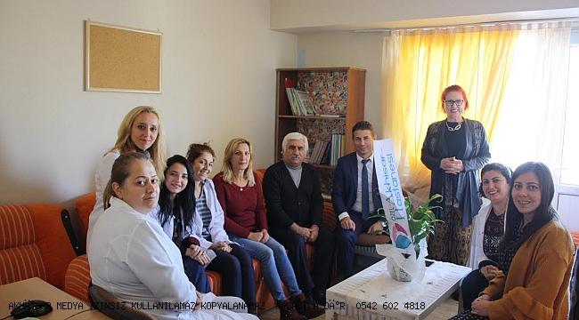 Özel Akhisar Hastanesi Dünya Engelliler Gününde Özel Eğitim ve Rehabilitasyon Merkezlerini Unutmadı