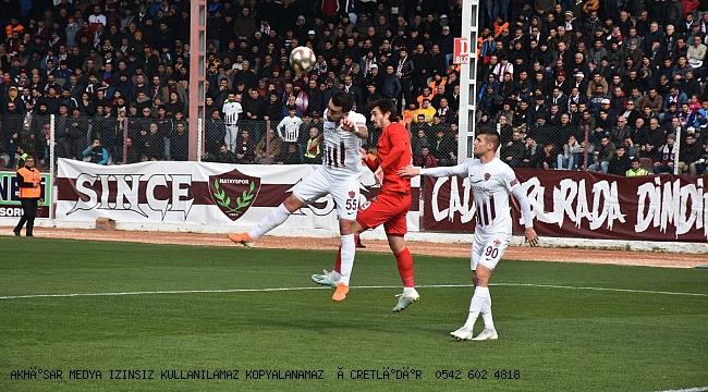 Akhisarspor bu sene evinde hiç yenilmeyen Hatay'ı  2-3 yendi