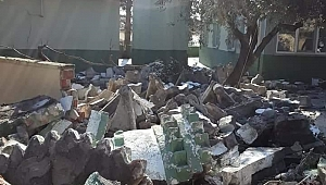 Depremde Ağır Hasar Gören Yapıların Yıkımı Devam Ediyor