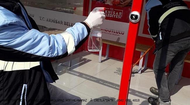 Akhisar Belediyesi servis bekleme noktaları dezenfekte edildi