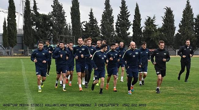 antrenmanlara bugün yeniden başlamayı planlayan Akhisarspor, son gelişmelerin ardından çalışmaları erteledi.