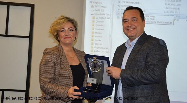 MAOB 'a  göre yılın belediye başkanı Besim Dutlulu