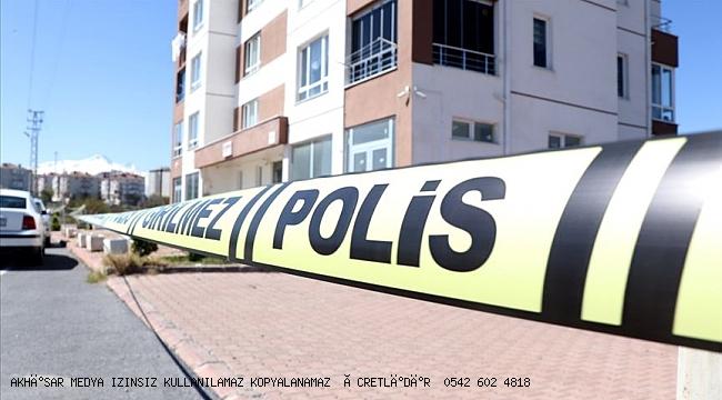 Manisa'da bir apartman karantinaya alındı