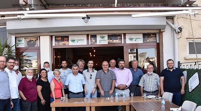 AK Parti Akhisar ilçe teşkilatı basın bayramını kutladı