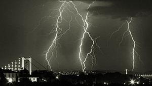 Akhisar Meteoroloji Müdürü Fehmi Şengün,gök gürültülü sağanak yağmurun sebebini açıkladı.