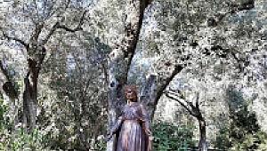 Kutsal dağa yolculuk:Panaya Kapulu