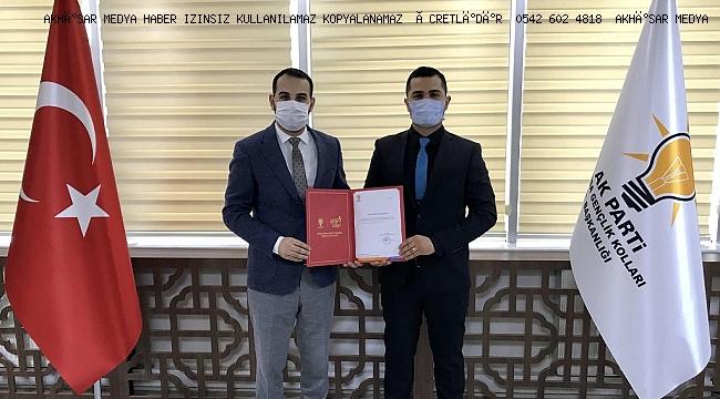 Ak Parti Akhisar İlçe Gençlik Kolları başkanlığı Mert Şenay'a emanet.