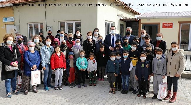 Köydeki çocukların yüzü, yeni tabletlerle güldü