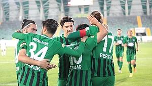 Akhisarspor Altay'ı 2-0 yenerek, kümede kalma şansını son iki haftaya taşıdı