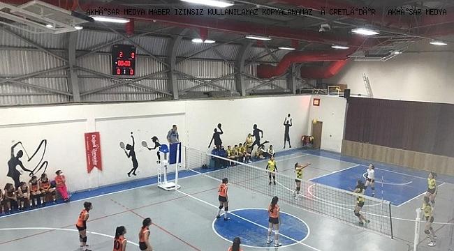 Cumhuriyet Kupası, voleybol müsabakaları ile devam ediyor