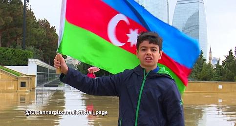 Ünlü gazetecinin evlatlarından Bayrak Gününe özel  Video