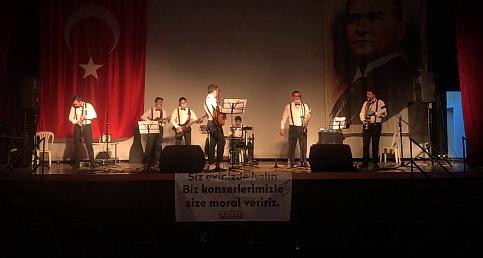 Akhisar Belediyesi Evde Kal canlı sosyal medya konserleri Müziksel Band Orkestrası