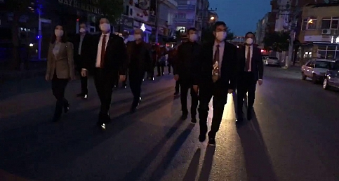 Akhisar Belediye Bandosu eşliğinde protokol 23 nisanı kutladı